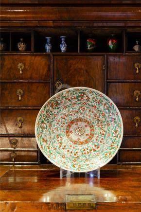 中国17世纪清康熙五彩花卉纹圆盘