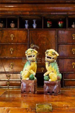 中国19-20世纪粉彩狮子一对