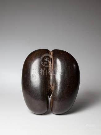 Seychelles. Coupe double réalisée dans une noix de coco-fesse, belle patine som