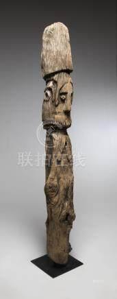 """Gato, Ethiopie. Statue féminine en bois lourd, érodé """"Waga"""", représentation d'u"""