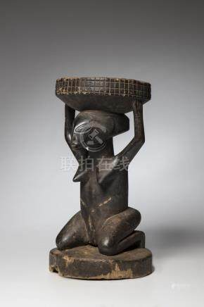 LUBA, Congo. Siège cariatide Shankadi, attribut de pouvoir d'un chef traditionn