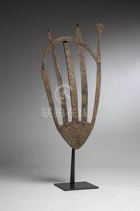 DJERMA, Niger. Outil aratoire en fer forgé. Haut.: 61 cm