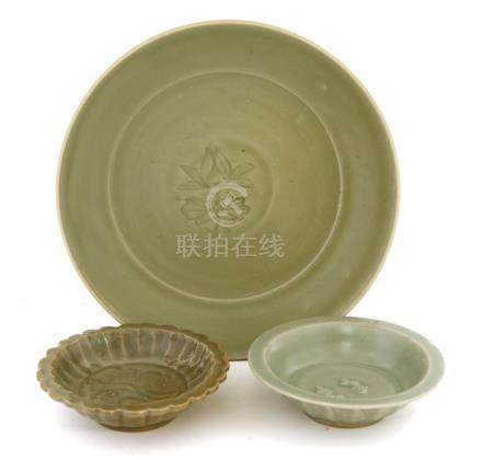 A Chinese Longquan celadon plate