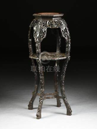 A TALL ANTIQUE CHINESE EXPORT BLACK LACQUERED CARVED WOOD PLANT STAND, ATTRIBUTED TO THE LATE QING
