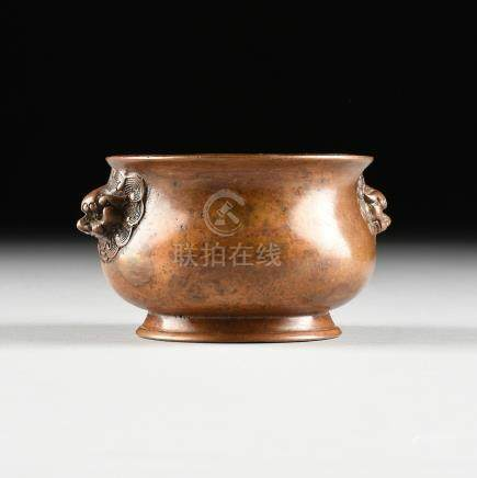 A SMALL CHINESE ARCHAISTIC STYLE BRONZE CENSER, SQUARE SEAL MARK, LATE 19TH/EARLY 20TH CENTURY, with