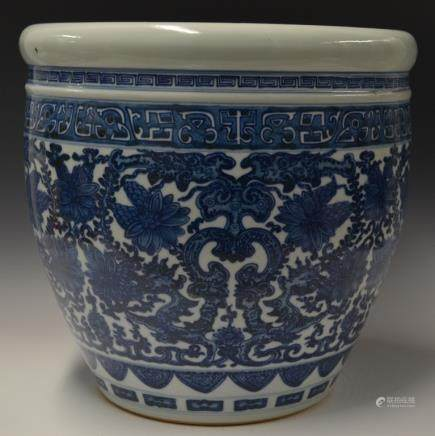 Chinese Blue and White Flower Porcelain Tank