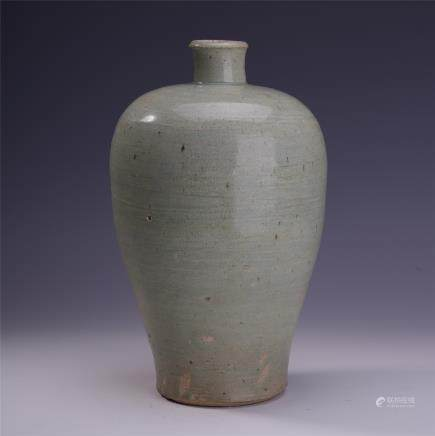 A Chinese Porcelain Meiping Vase