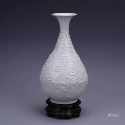"A Finely Carved Chinese blanc de chine ""Bat"" Yuhuchunping Vase"