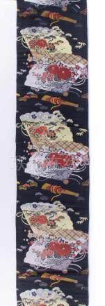 Obi Japan Meiji PeriodeSeidenstickerei mit Fächern und Schriftzeichen, L: ca. 225 cm, : ca. 28 cmObi