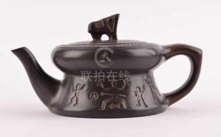 Zischa Kanne ChinaTon, mit Bodenmarke, H: 6 cmZischa pot Chinaclay, with bottom mark, height: 6 cm