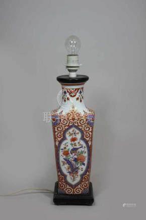 Vase, China, 19. Jh, polychrom staffiert, Vogeldarstellungen in Kartuschen, nachträglich zu Lampe
