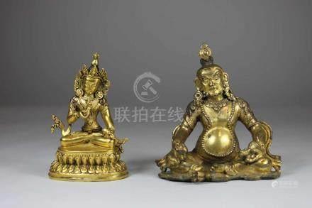 2 Buddha-Figuren, China/ Tibet, Bronze, feuervergoldet, H.: bis 10,8 cm.