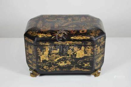 Tea Caddy, China, 19. Jh., schwarz-goldene Lackarbeit mit zwei Metalleinsätzen, Schloß, Schlüssel