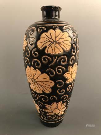 Chinese Cizhou Kiln 'Lotus' Vase