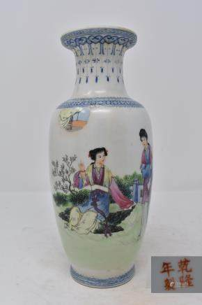 Chinese Qing Dynasty Ladies in Graden Porcelain Vase