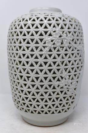 Chinese Ming Dynasty Blanc-de-Chine Porcelain Openworked Vase