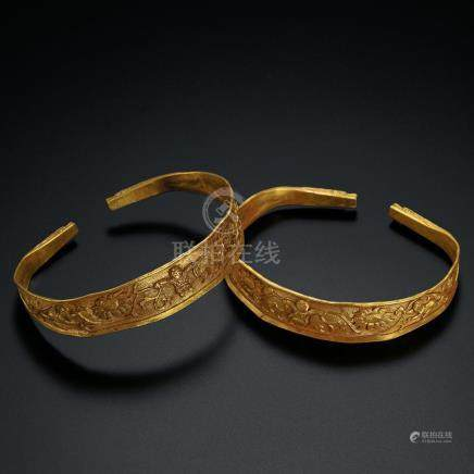A Fine Pair of Gold 'Boy' Bracelets / Liao Dynasty