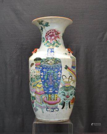 CHINESE PORCELAIN VASE WITH APPLIED