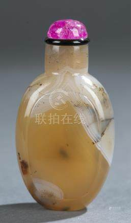 Agate snuff bottle.
