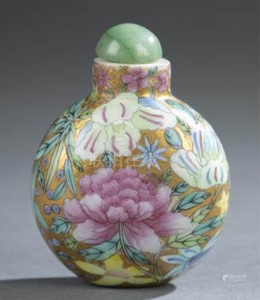 Enamel painted glass snuff bottle.