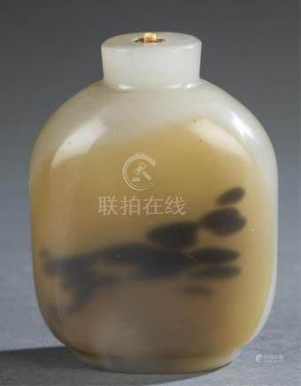 Glass imitating agate snuff bottle.