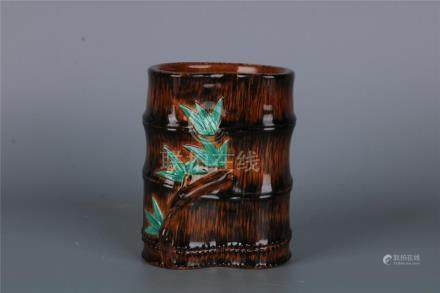 A FINE CHINESE BAMBOO FORM IMAGINE PORCELAIN BRUSH POT WITH