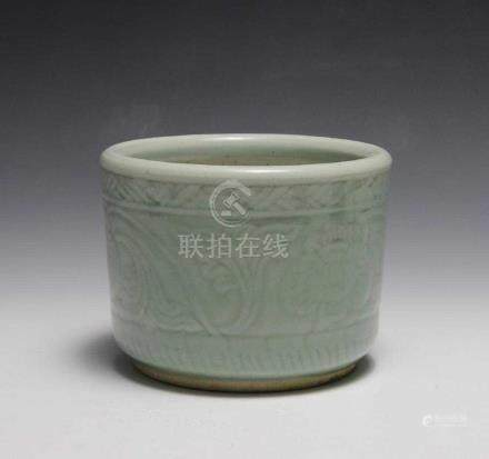 CHINESE CELADON CERAMIC BOWL, EARLY 19TH CENTURY