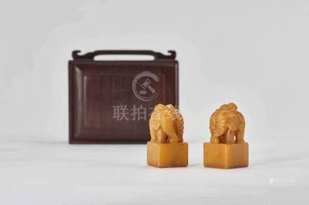 田黃太平有象對章 A PAIR OF SOAPSTONE 'ELEPHANT' SEALS