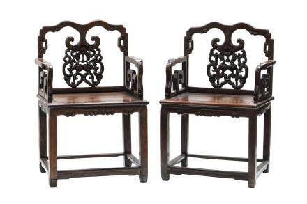 A PAIR OF CHINESE ROSEWOOD ARMCHAIRS, QING DYNASTY (Y)