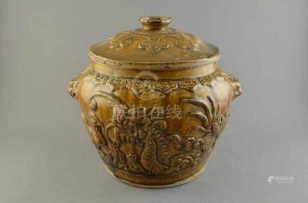 Keramik Deckeltopf m. reliefiertem Tier- und Landschaftsdekor, Südchina um 1800, H. 23cm, minimal