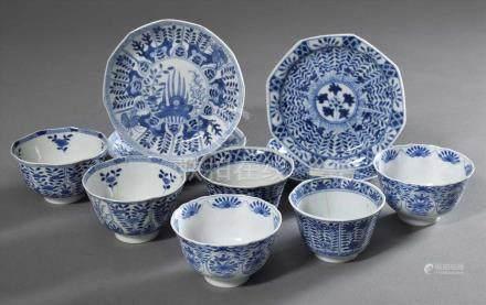 10 Diverse Teile Blaumalerei Porzellan: 4 Teller und 6 Koppchen mit unterschiedlichen Dekoren,