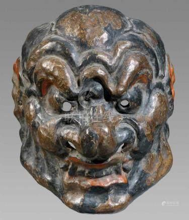 Gigaku-Maske. Trockenlack (?), bemalt. Meiji-ZeitTyp Konron. Mit sich am Schädel abzeichnenden