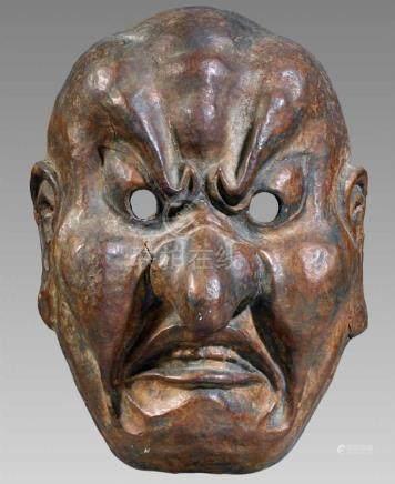 Maske. Holz, bemalt. Meiji-ZeitKopf eines griesgrämigen Mannes mit Knollennase, geöffneten Lippen,