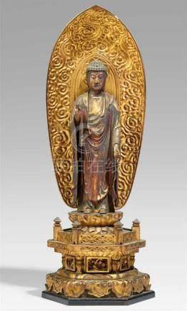 Amida Nyorai. Holz, über Schwarzlack vergoldet. 18./19. Jh.Stehend auf einem doppelten Lotos über