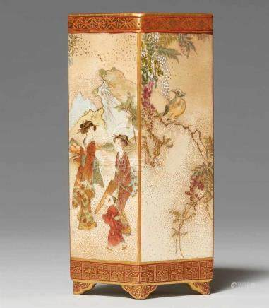 Rautenförmige Satsuma-Vase. Kyoto. Um 1900Bodenmarke: Seikozan, Shimazu-Wappen und das Logo der