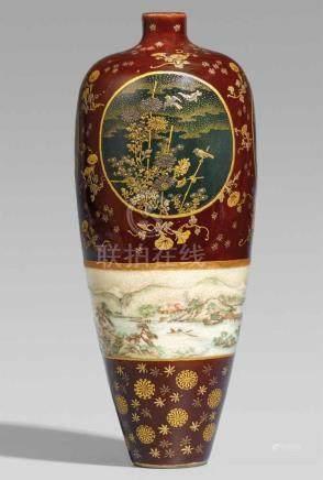 Schlanke Satsuma-Vase. Kyoto. Um 1900Eingepresste Bodenmarke unter der Glasur: Kinkôzan zôIn