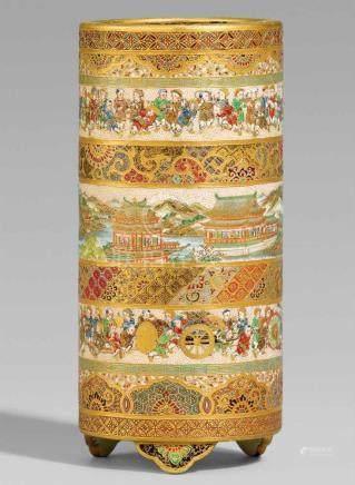 Zylindrische Satsuma-Vase. Osaka. Um 1900Bodenmarke in Gold: Meizan seiAuf drei passigen Füßchen. In