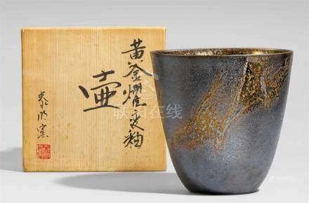 Vase. Arita. Spätes 20. Jh.Am Boden unter der Glasur Ritzsignatur: Tai (=Taimei)Nach oben sich wenig