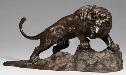 Löwe auf felsigem Terrain. Bronze. Spätes 19. Jh.Gegossene Werkstattmarke: Gyôkô sakuDas Tier