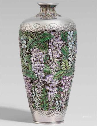 Vase. Silber und transluzides Email. Um 1900Am Boden Sign.: Shi... und Siegel: OikaneDoppelwandig,