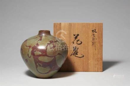 Vase. Bronze. Takaoka. 2. Hälfte 20. Jh.Nach oben sich erweiternde Form mit kurzem Hals. Grünliche
