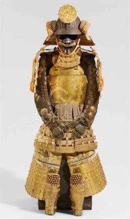 Rüstung (yoroi). 18./19. Jh.Dô vom Typ tatehagi, mit anhängenden fünf-lagigem kusazuri, 32-Platten