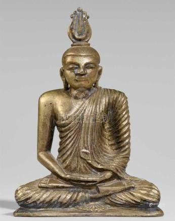 Buddha Shakyamuni. Silber. Sri Lanka. 19. Jh.Im Meditationssitz, die Hände in dhyana mudra, das in