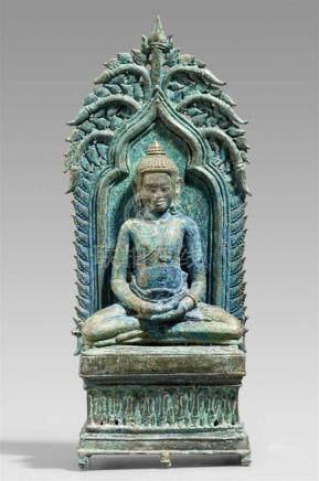 Buddha-Altar. Bronze. Kambodscha. Bayon-Stil. 12./13. Jh.3-tlg. Im Meditationssitz, die Hände in