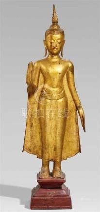 Sehr großer Buddha. Bronze. Thailand, Ayutthaya. 17. Jh. oder späterStehend auf einem profilierten