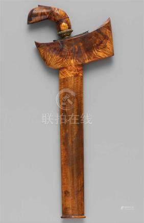 Kris. Indonesien, Sulawesi, Bugis. 20. Jh.Gewellte Klinge aus Stahl mit pamor, Griff vom Typ Garuda,