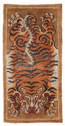 Teppich (khaden). Wolle, geknüpft. Tibet. Frühes 20. Jh.Mit Darstellung einer orangefarbenen