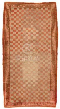 Teppich (khaden). Wolle, geknüpft. Tibet. Um 1900Der Meditationsteppich ist überzogen von orange-