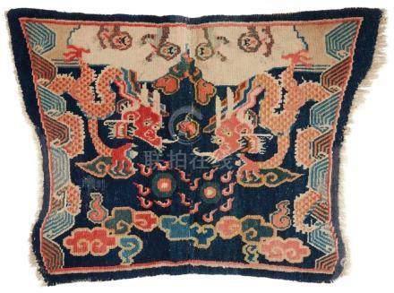 Teppich (mashu). Wolle, geknüpft. Tibet. Frühes 20. Jh.Im Mittelfeld des blaugrundigen, als