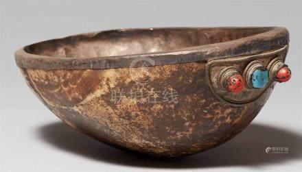 Schädelschale (kapala) mit Silberverkleidung. TibetDas Innere der Schädelkalotte mit Silber
